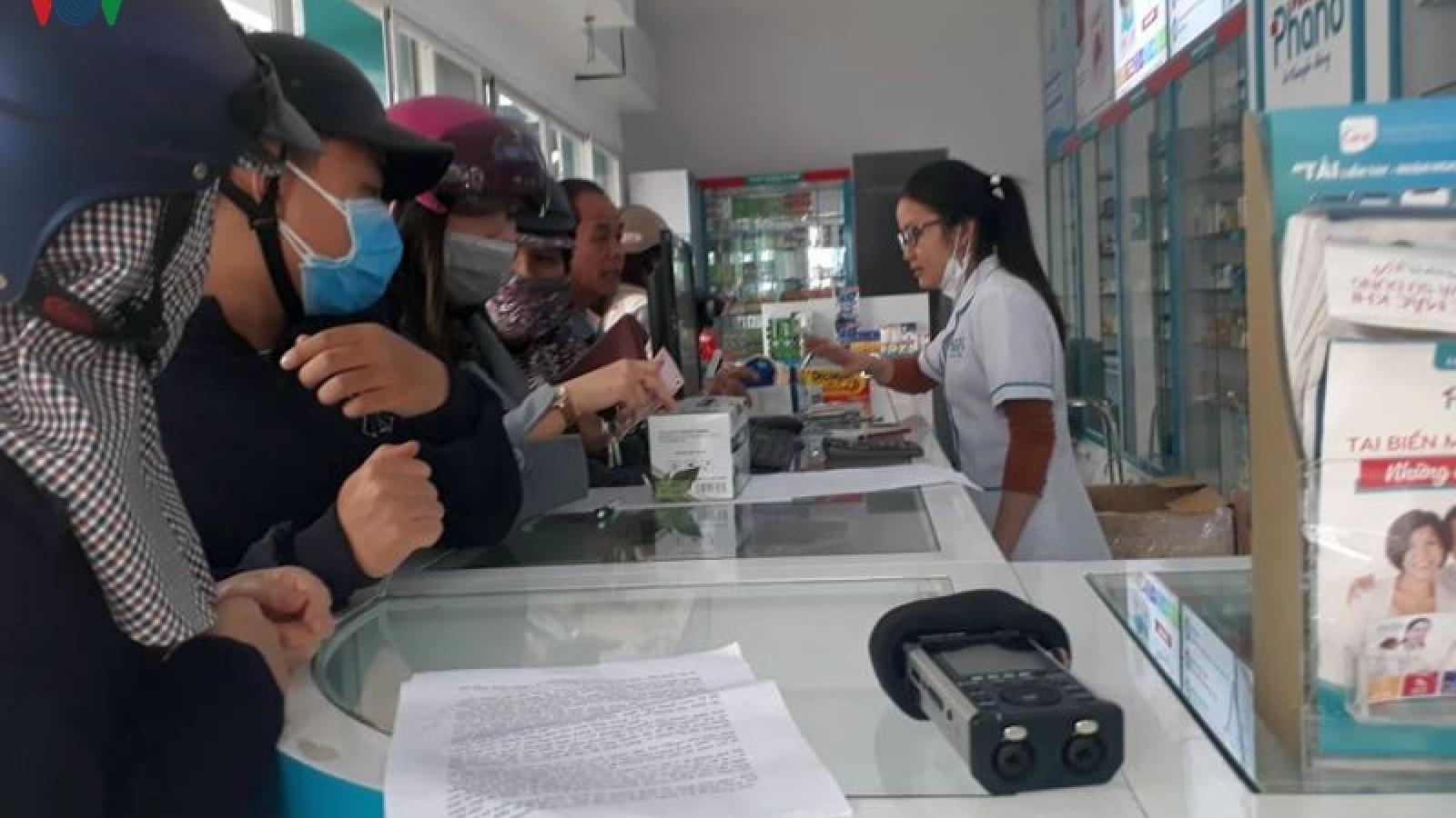 Bộ Y tế đề nghị cơ sở bán lẻ thuốc giữ khoảng cách với người mua thuốc