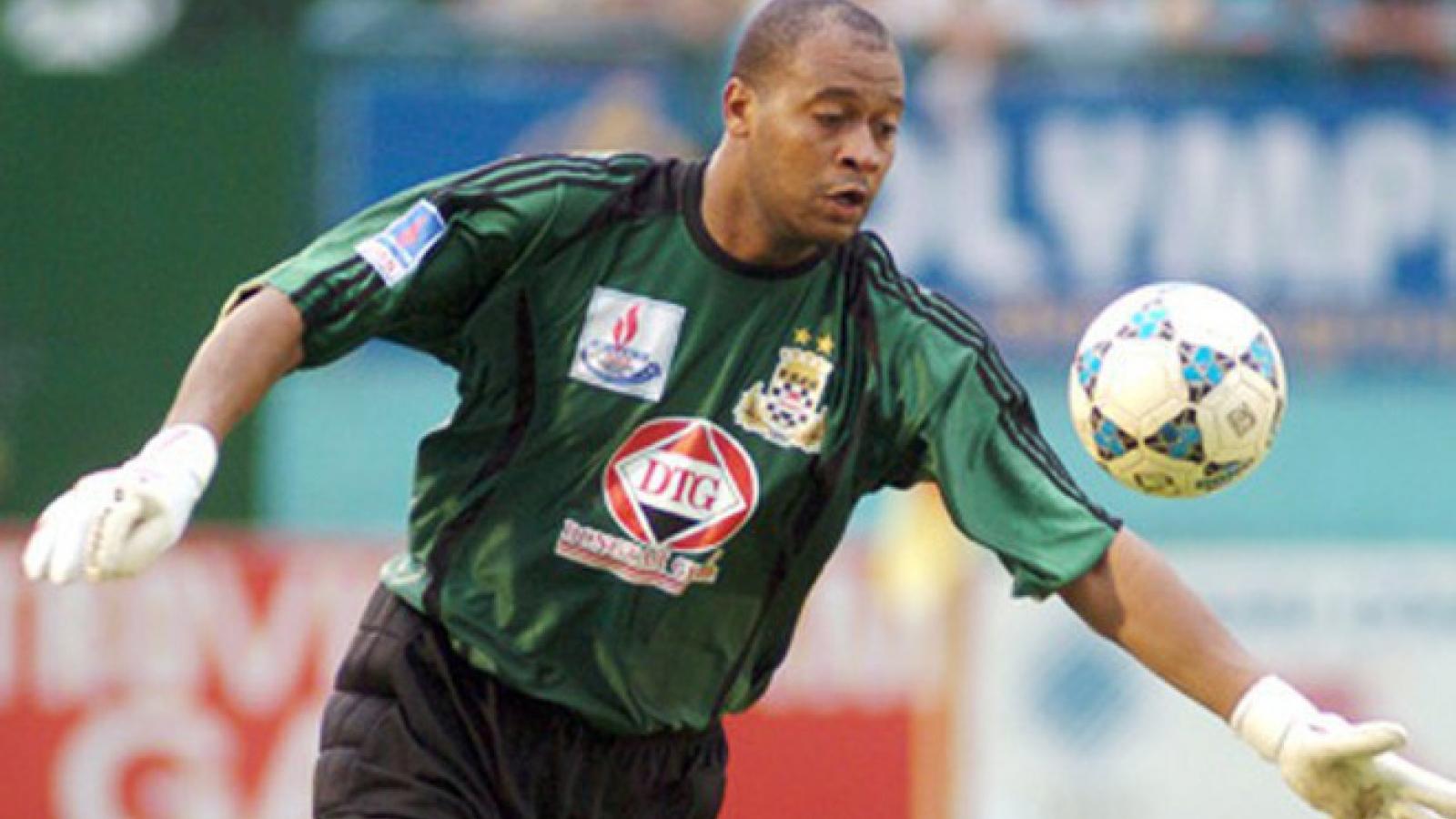 Phan Văn Santos - Thủ môn nắm giữ nhiều kỷ lục nhất của bóng đá Việt Nam