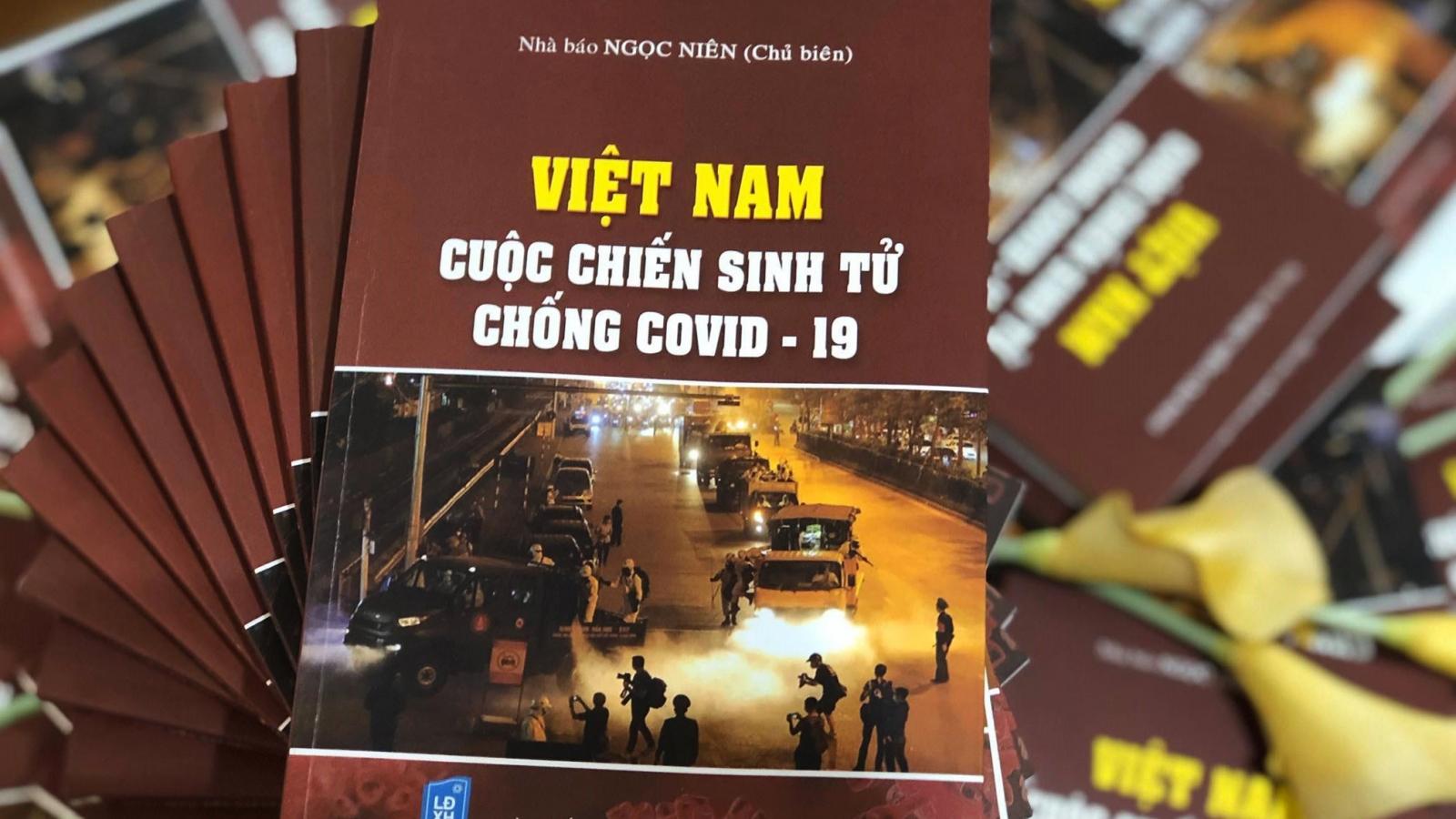 """Ra mắt sách """"Việt Nam – Cuộc chiến sinh tử chống Covid-19"""""""