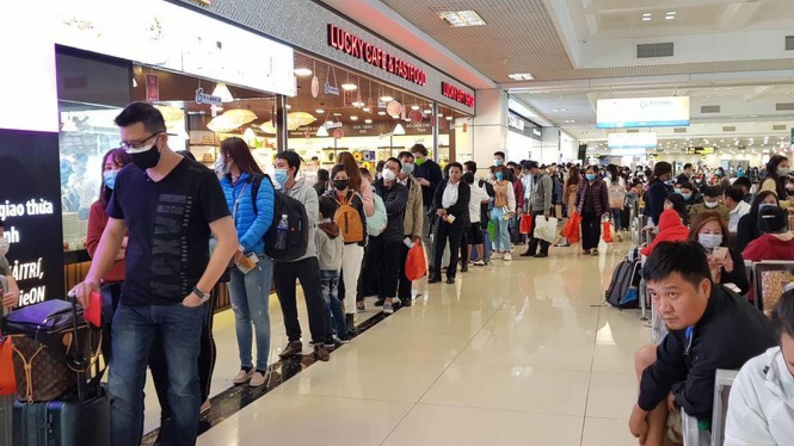 Gần 200 chuyến bay đến Nội Bài sau 2 ngày nới cách ly xã hội