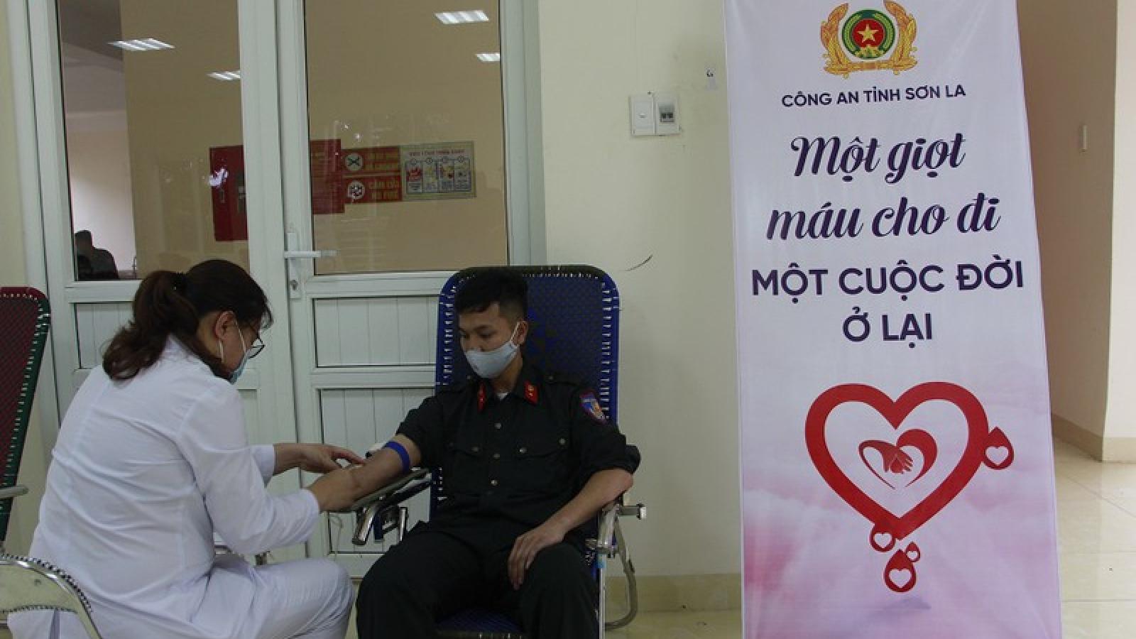"""Sơn La tổ chức """"Hiến máu an toàn - Không ngại Covid"""""""