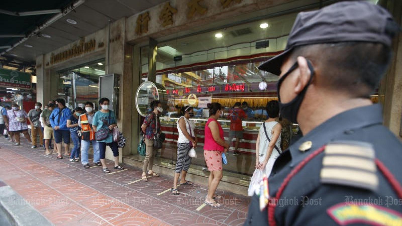 Người dân Thái Lan ồ ạt bán vàng khi giá tăng mạnh