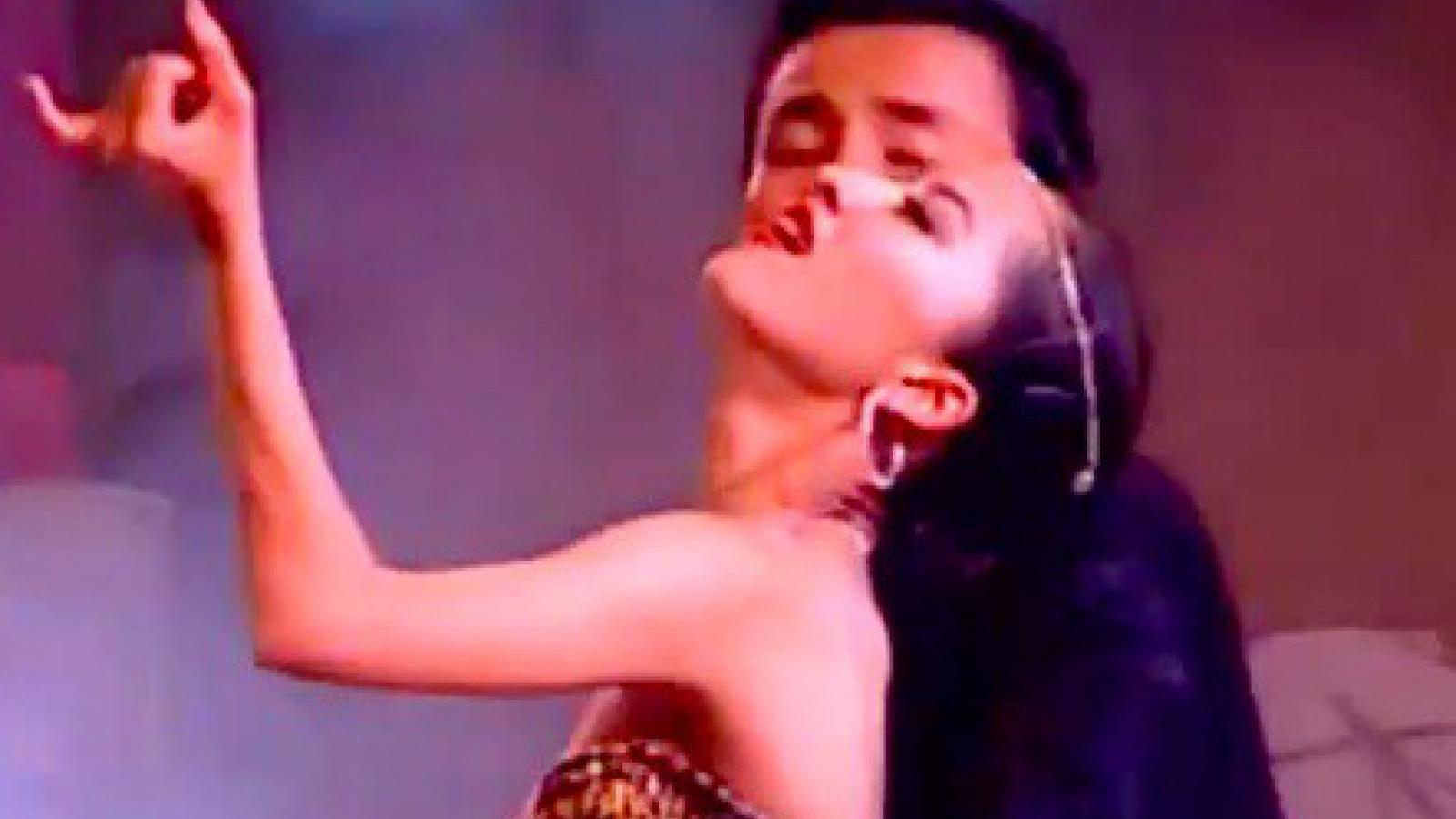 Chuyện showbiz: Khánh Thi thời 17 tuổi tình tứ nhảy bên Chí Anh