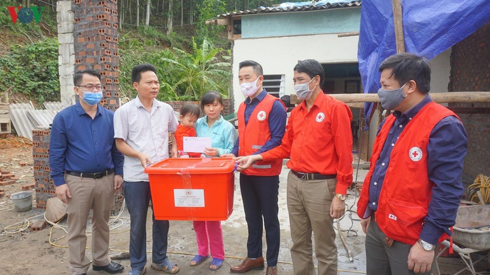Thăm hỏi, hỗ trợ người dân Lào Cai sau mưa đá, dông lốc
