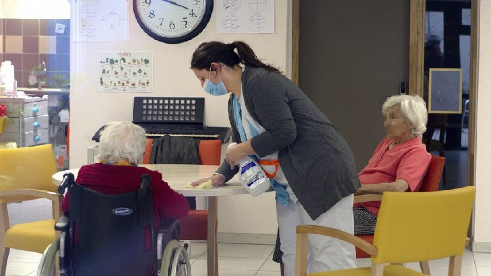 """WHO cảnh báo """"bi kịch không thể tưởng tượng nổi"""" trong các nhà dưỡng lão châu Âu"""