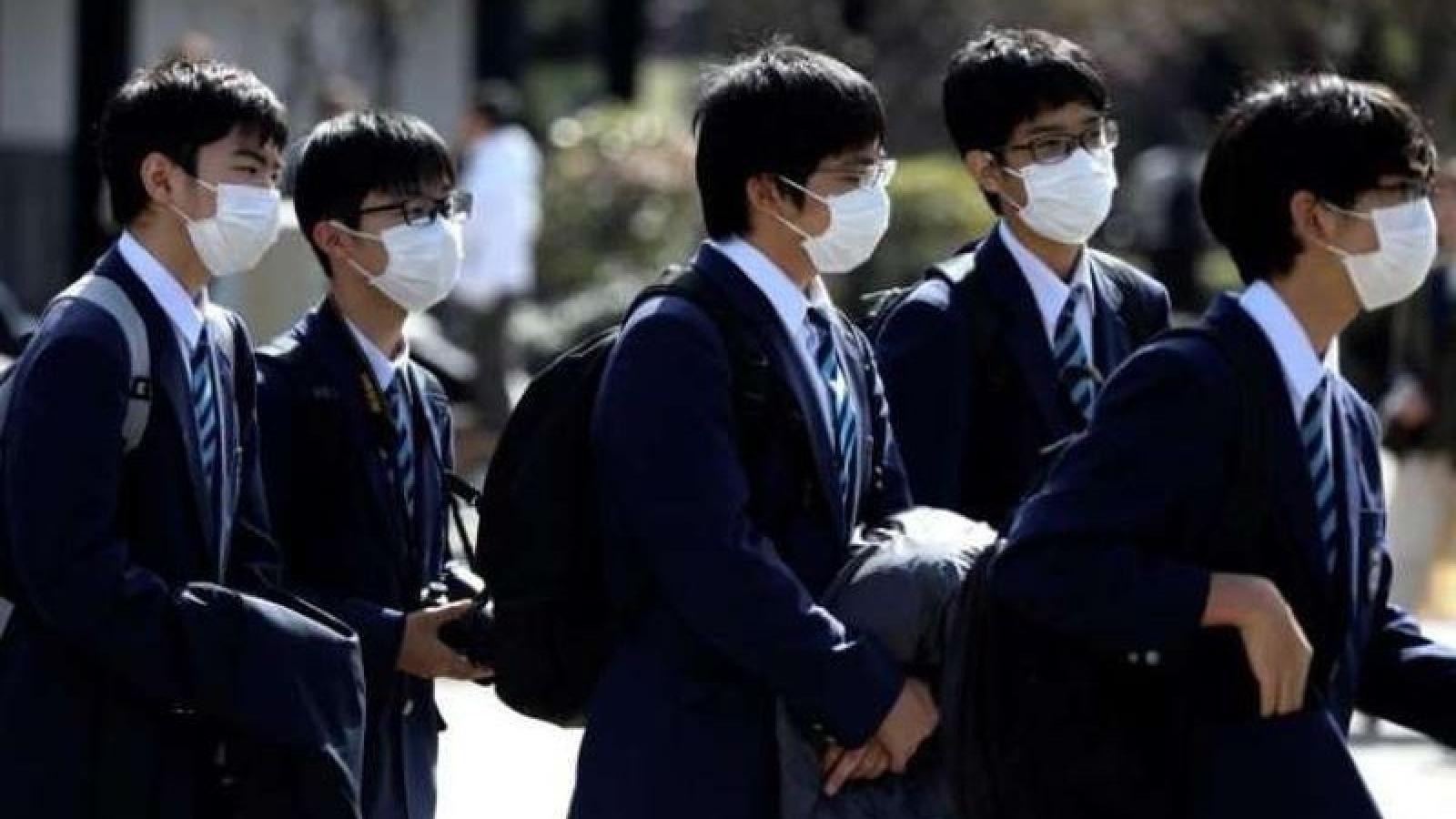 Khủng hoảng lây nhiễm Covid-19 tại bệnh viện, trường học ở Nhật Bản