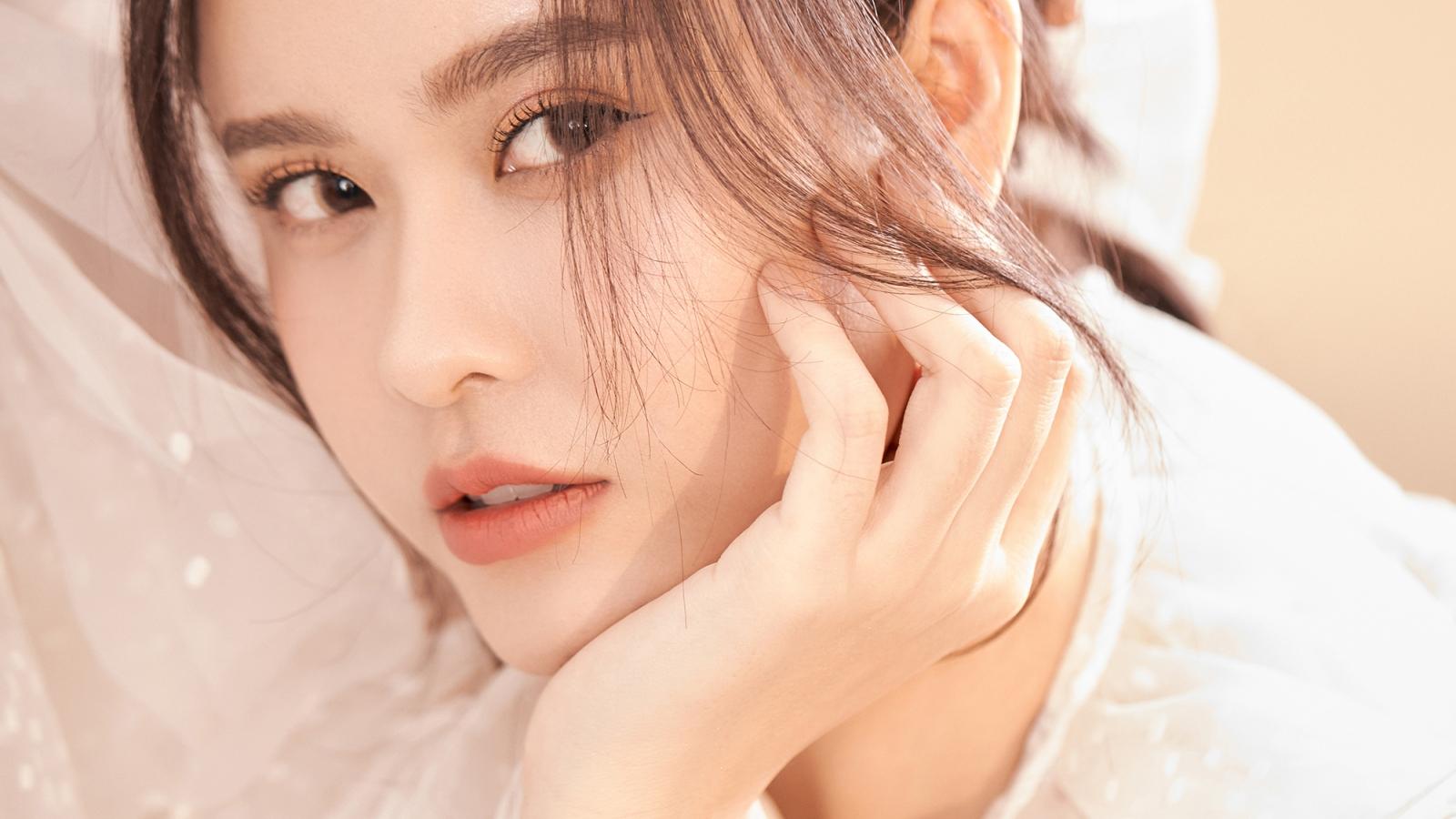 Trương Quỳnh Anh thăng hạng nhan sắc với vẻ đẹp tinh khôi, mong manh