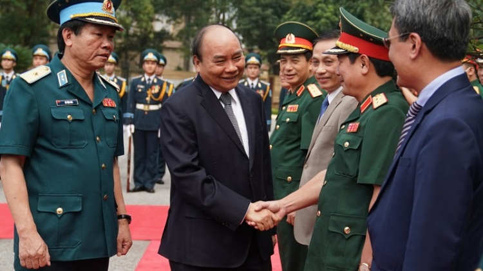 Ảnh: Thủ tướng thăm, làm việc với Quân chủng Phòng không - Không quân