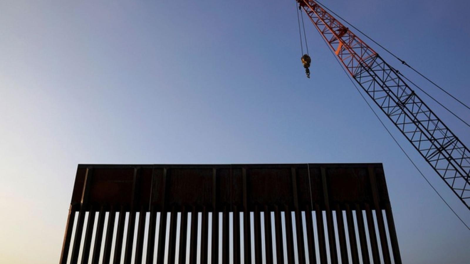 Các nghị sỹ Dân chủ Mỹ yêu cầu ngừng xây tường biên giới với Mexico