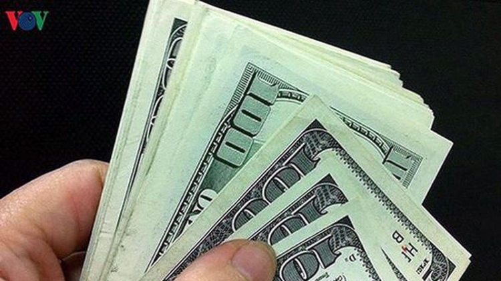 Giá USD tại các ngân hàng thương mại đồng loạt giảm nhẹ