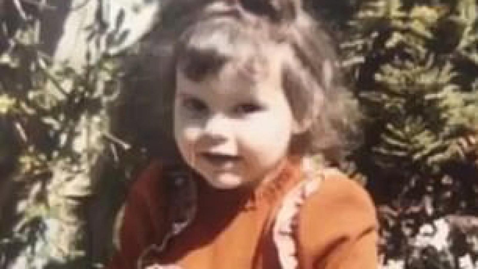 Victoria Beckham tung trọn bộ ảnh thời thơ ấu vô cùng đáng yêu