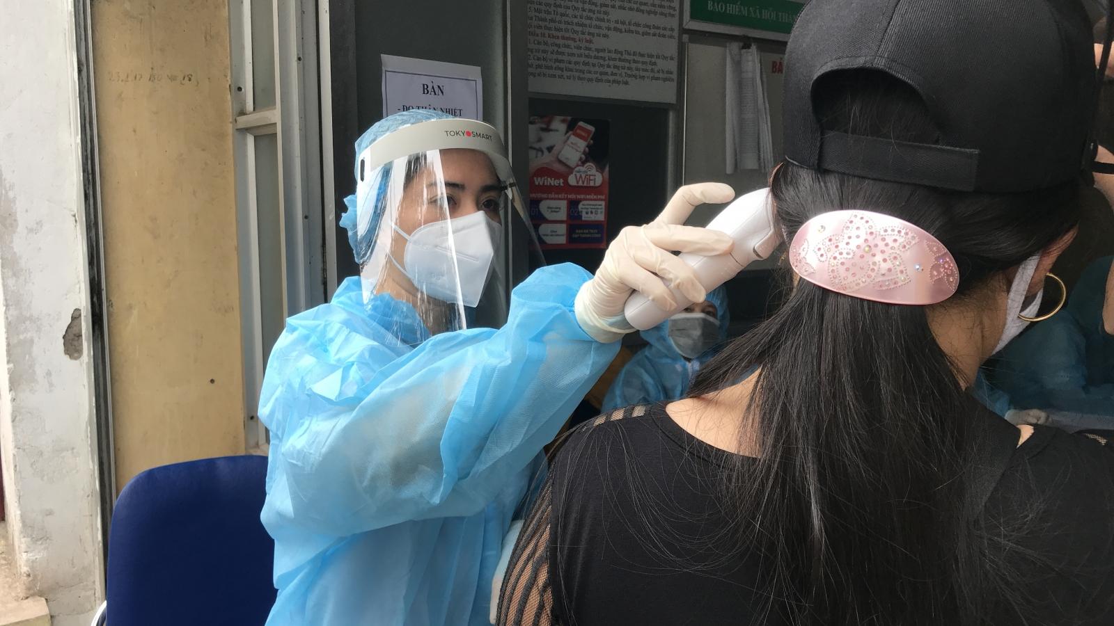 Ảnh: Hà Nội tiến hành xét nghiệm nhanh Covid-19 tại các chợ đầu mối