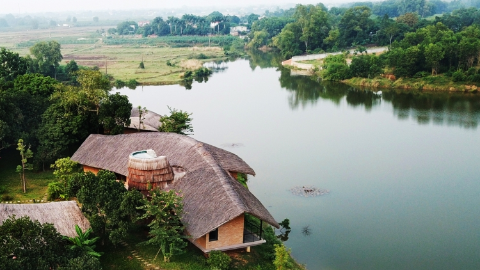 Độc đáo ngôi nhà ở nông thôn hình lưỡi liềm