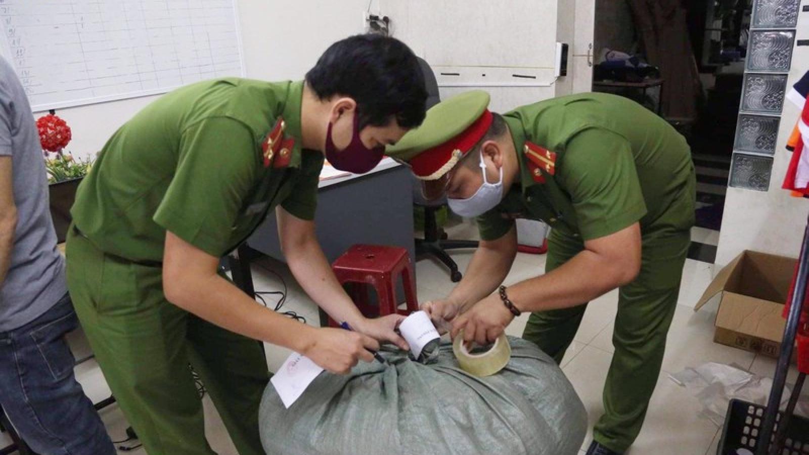 """Đà Nẵng thu giữ 3.000 khẩu trang sản xuất """"chui"""""""
