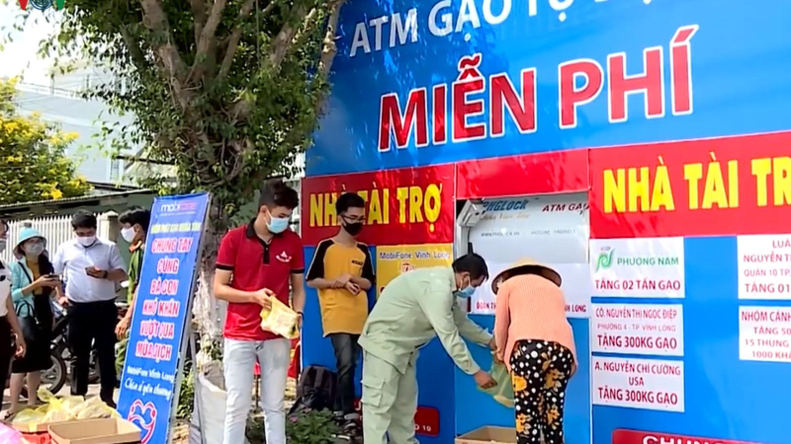 Công an tỉnh Vĩnh Long đưa máy ATM gạo vào hoạt động