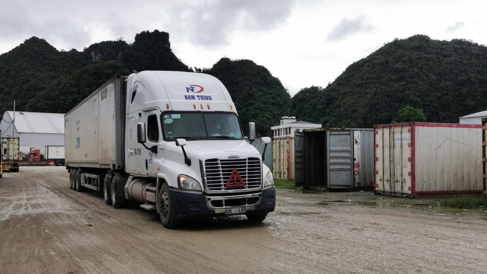 Gần 2.600 xe chở nông sản ùn ứ tại cửa khẩu ở Lạng Sơn