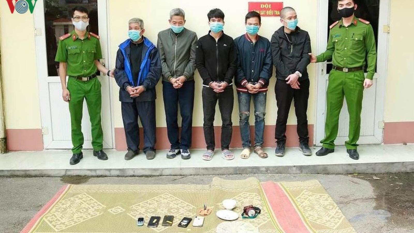 Phá sới bạc di động, tạm giữ hình sự 5 con bạc ở Tiên Yên, Quảng Ninh