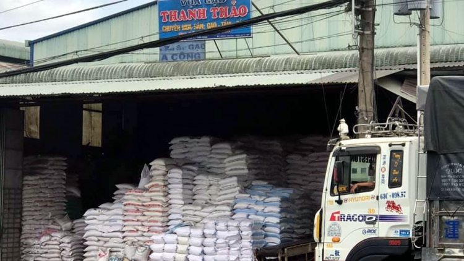 Bộ Công Thương phản hồi về công tác điều hành xuất khẩu gạo