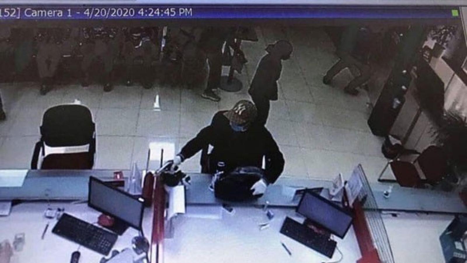 Khẩn trương điều tra vụ cướp ngân hàng tại huyện Sóc Sơn (Hà Nội)