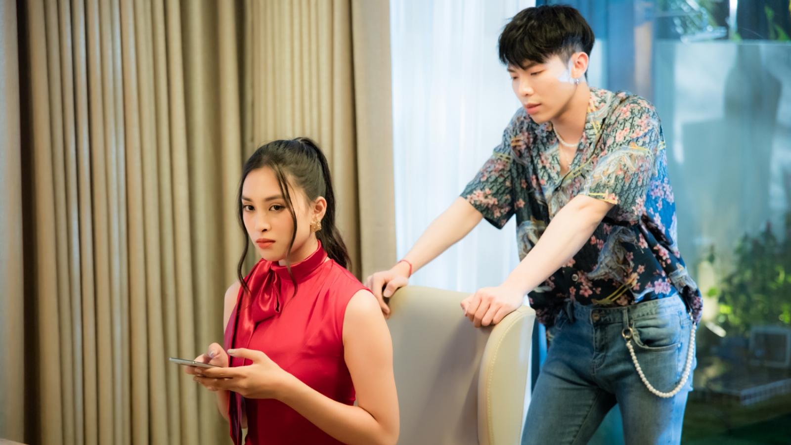 Hoa hậu Tiểu Vy đóng vai bạn gái bị Erik bỏ bê trong MV mới