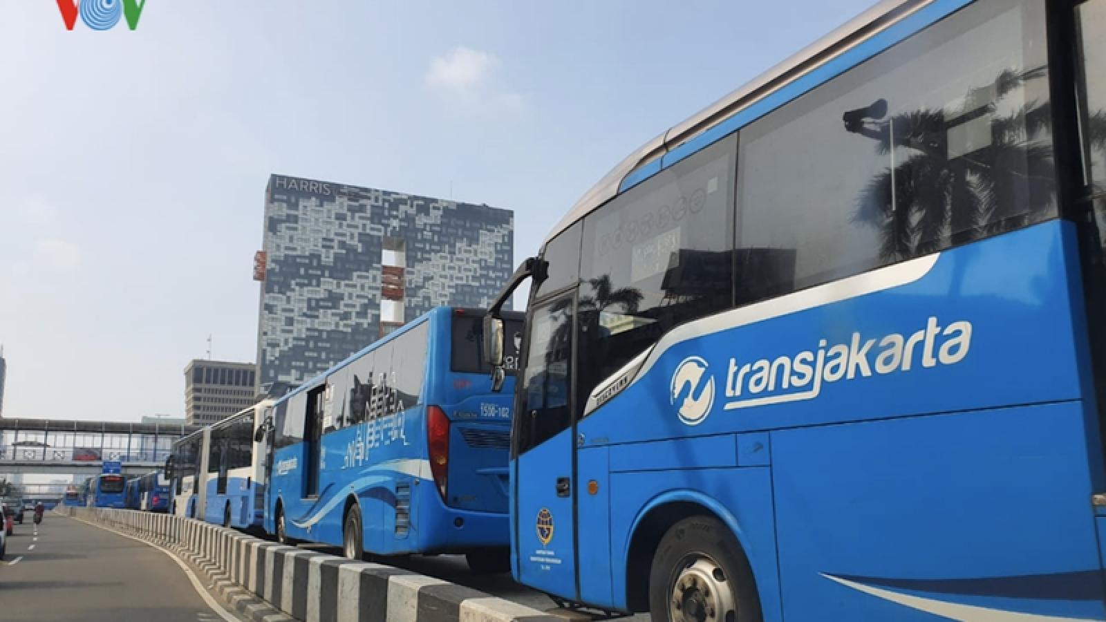 Indonesia nới lỏng lệnh cấm giao thông công cộng