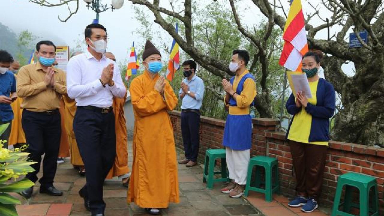 Về non thiêng Yên Tử, mừng đại lễ Phật đản 2020