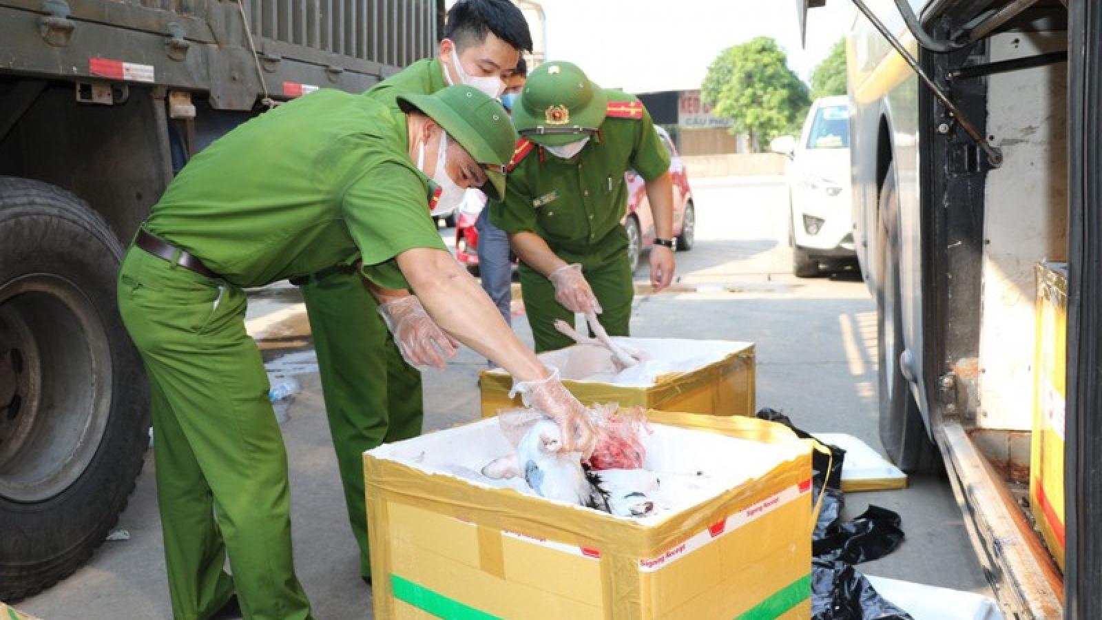 Hà Tĩnh: Bắt giữ xe khách vận chuyển 800 kg thực phẩm bốc mùi hôi thối