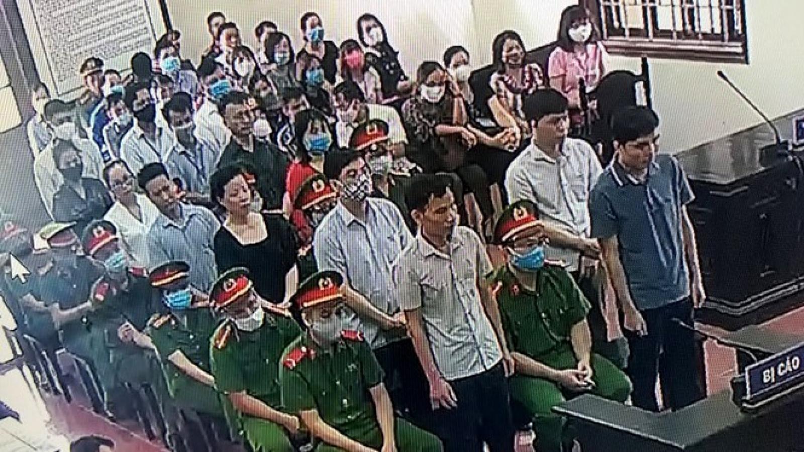 15 bị cáo hầu tòa vụ gian lận thi cử ở Hòa Bình