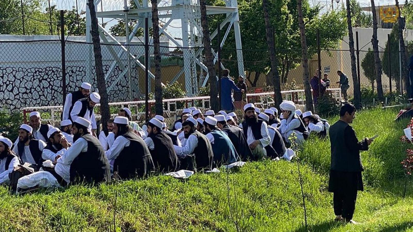 Afghanistan thả thêm 102 tù nhân theo thỏa thuận với Taliban