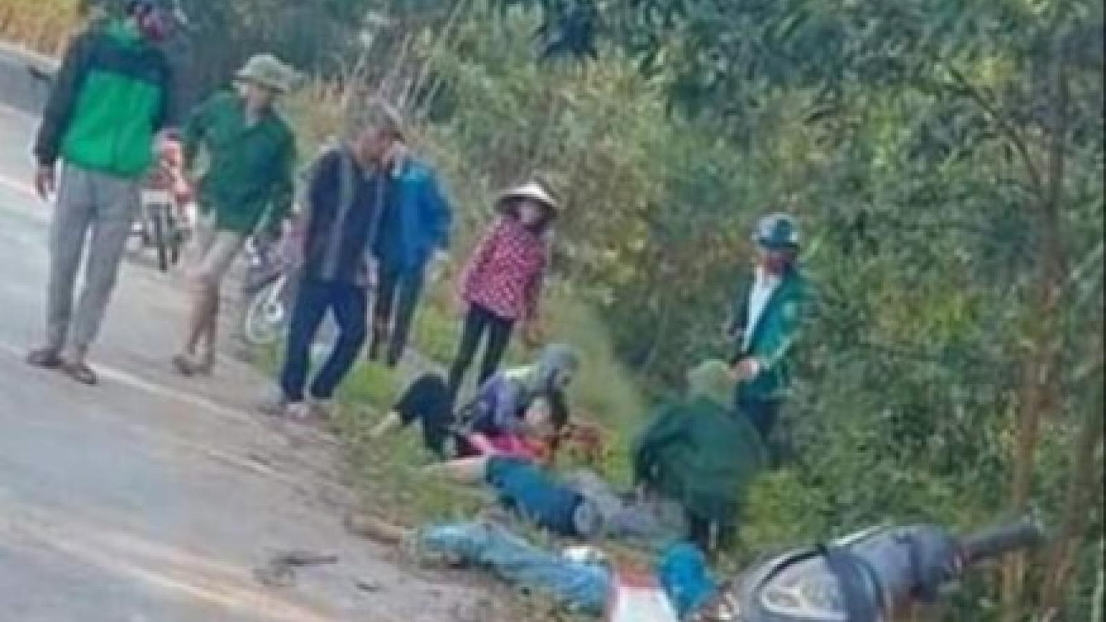"""Xe máy """"kẹp 4"""" nữ sinh đâm vào cột mốc, 2 người tử vong tại chỗ"""