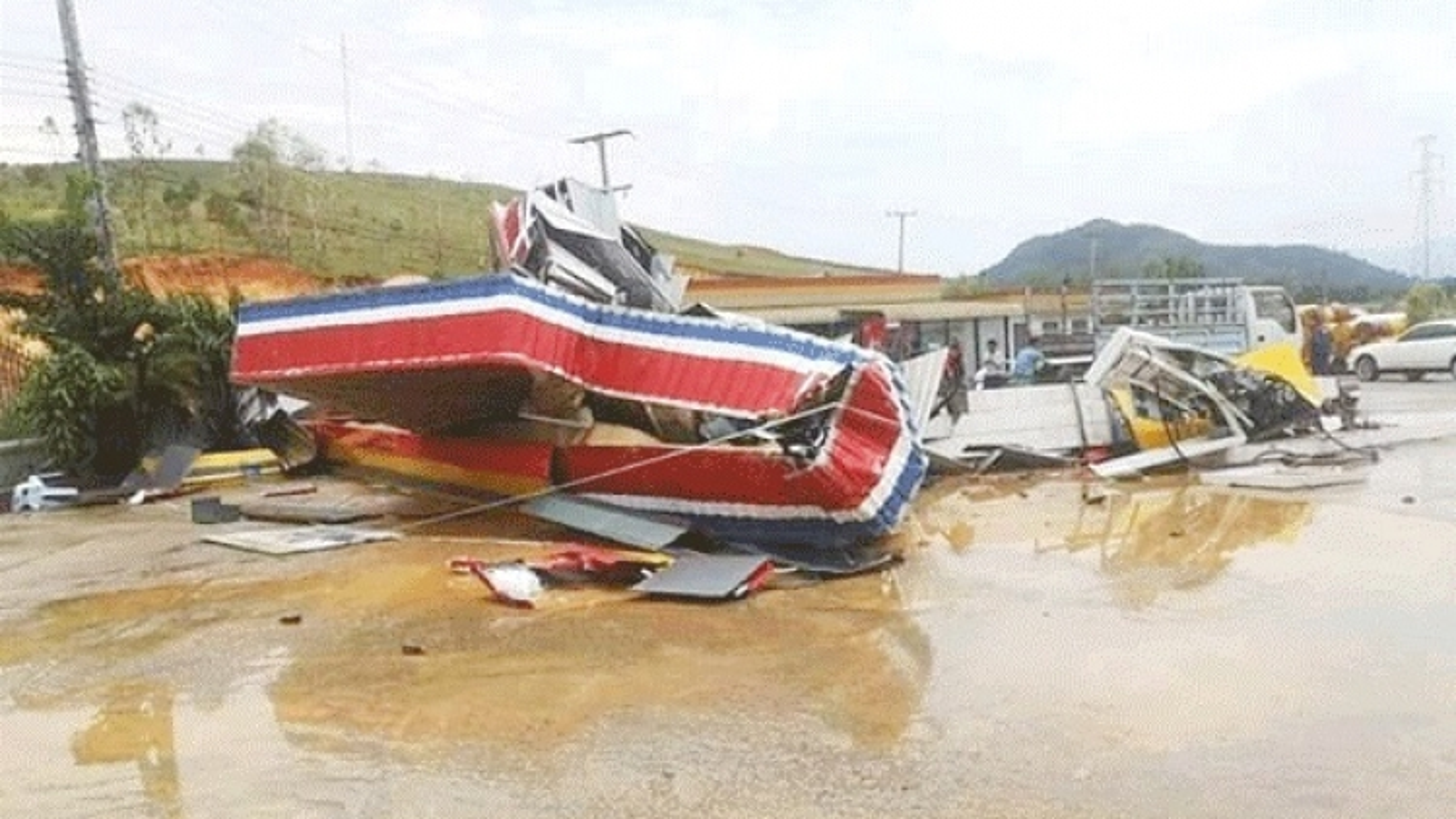 Giông lốc, mưa đá nghiêm trọng tại Lào khiến 7 người chết