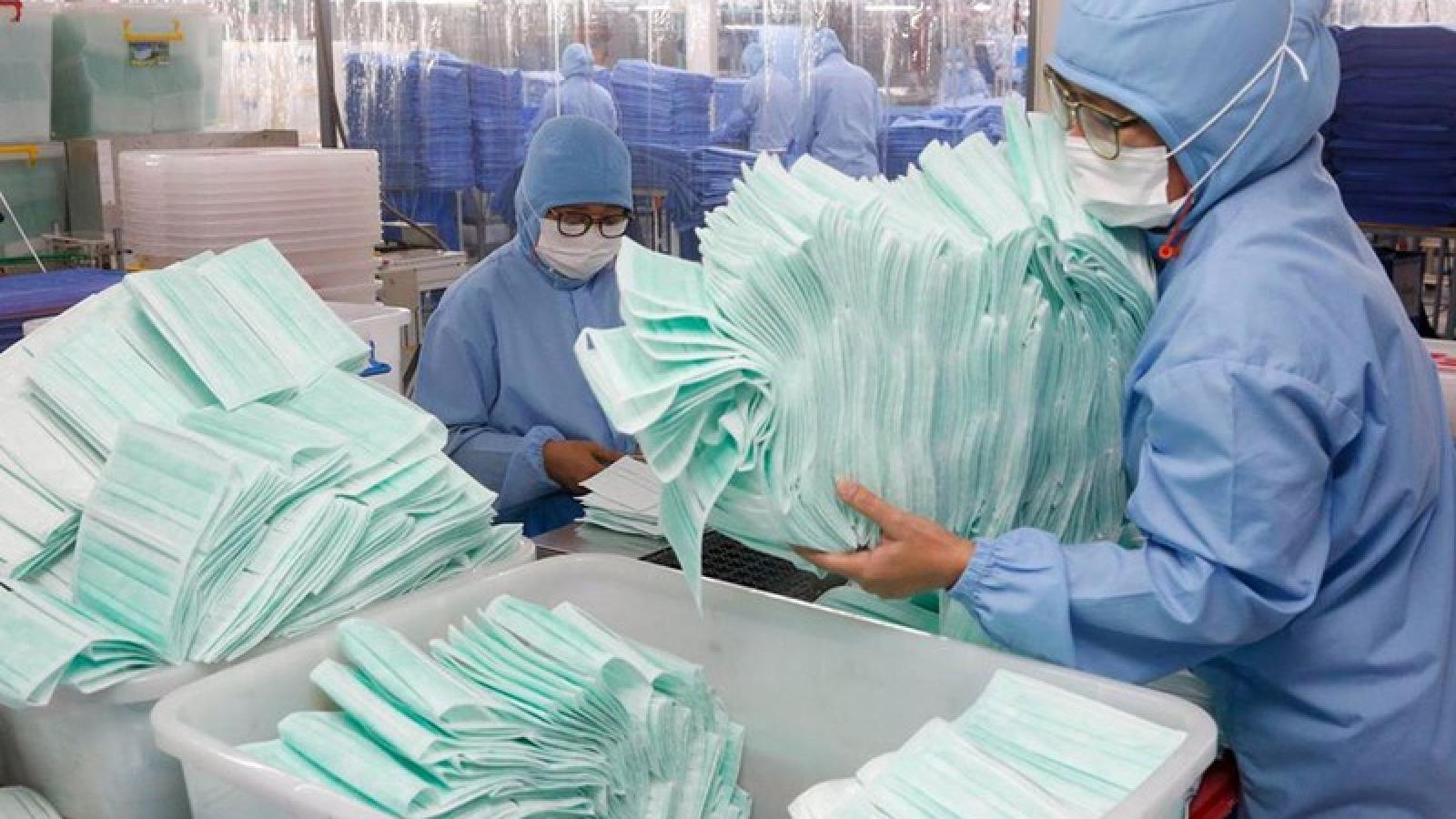 Lào bắt đầu tự sản xuất khẩu trang y tế để chống dịch Covid-19