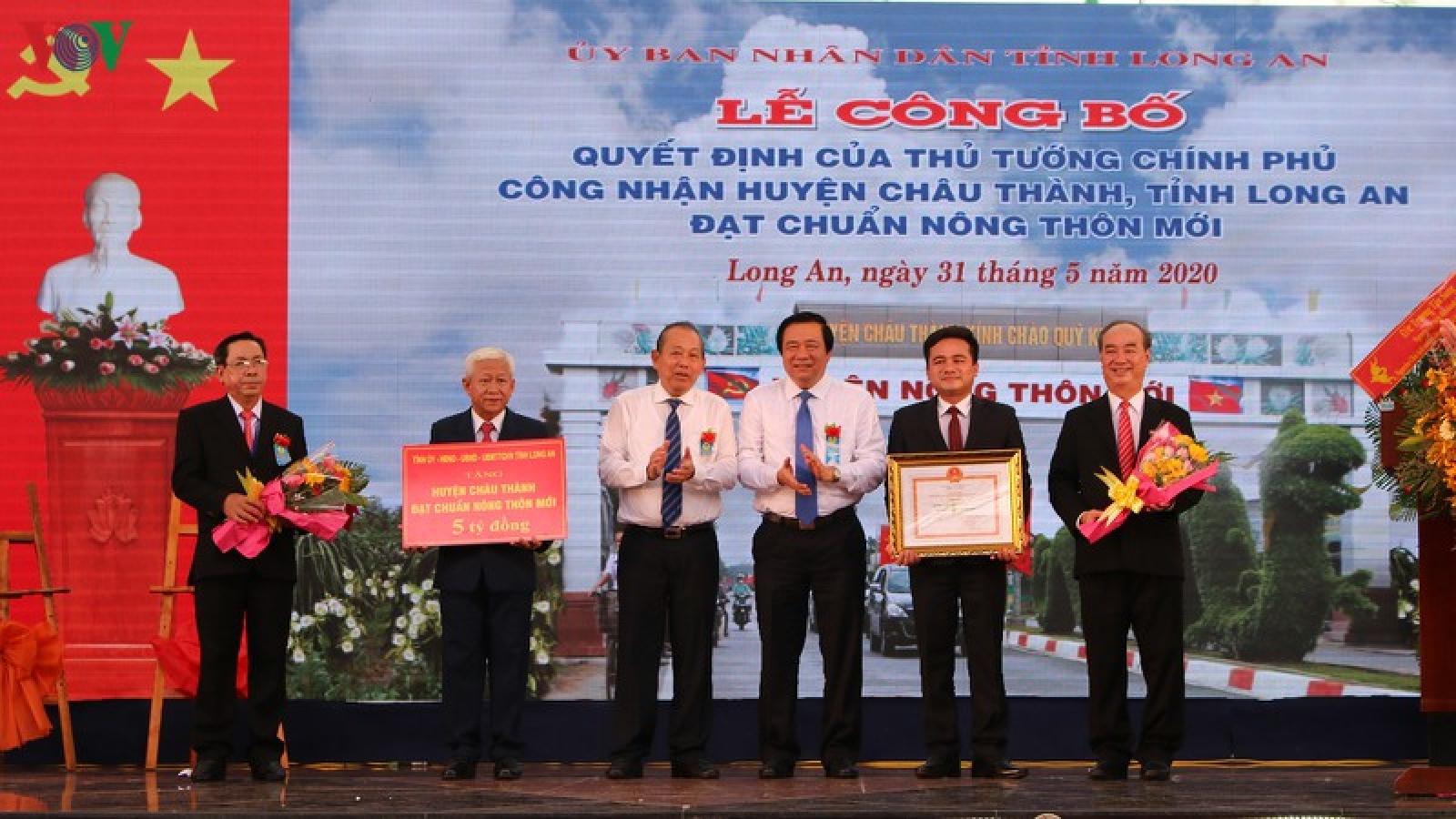 Lễ công bố huyện nông thôn mới đầu tiên của Long An