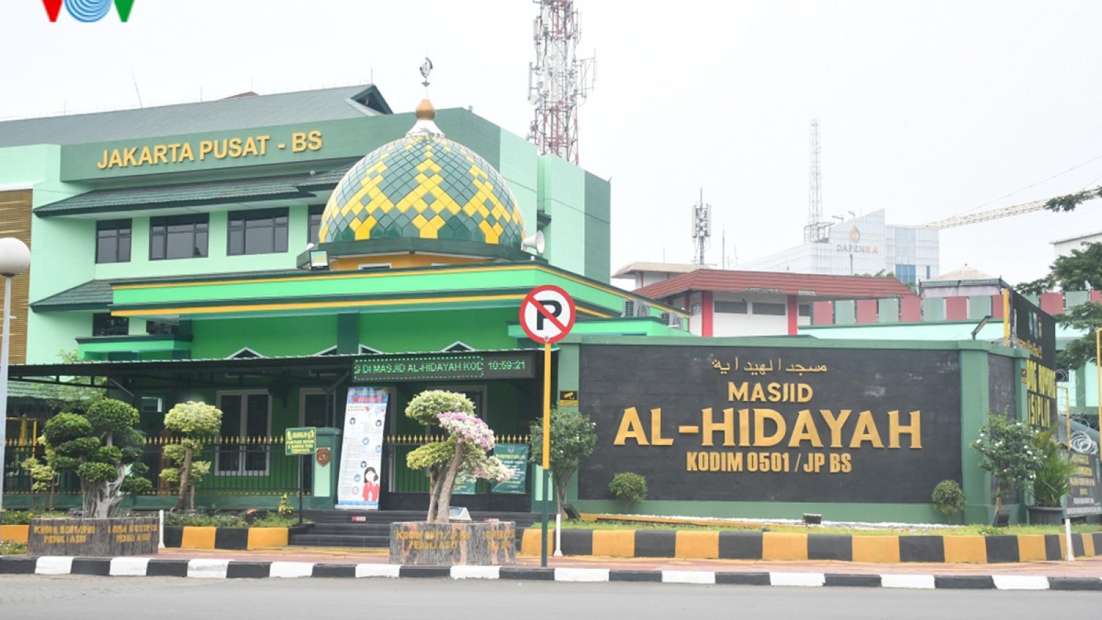 """Mở cửa sân bay và chợ, Indonesia đang """"liều lĩnh"""" với dịch Covid-19?"""