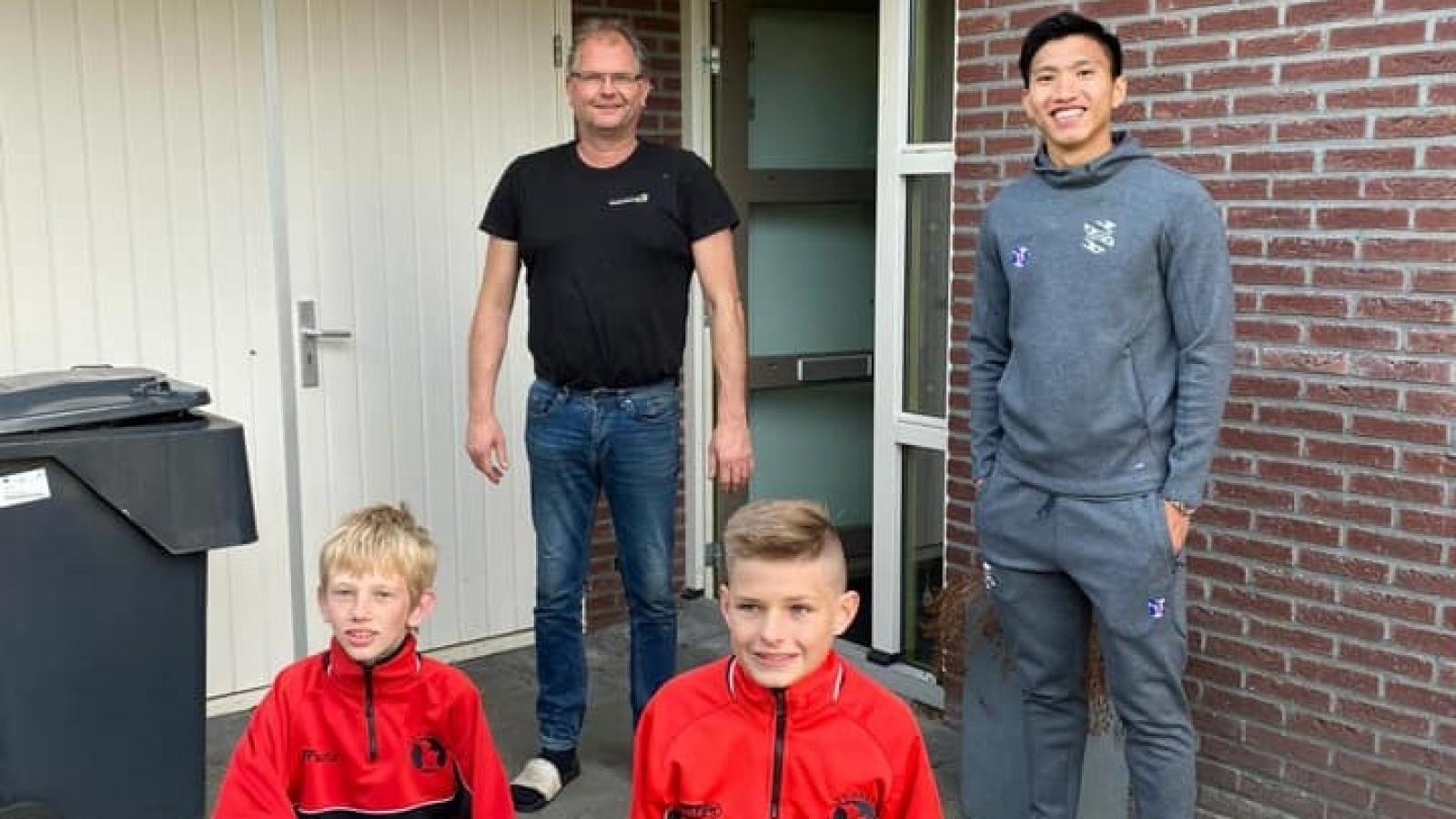 Văn Hậu và đồng đội tri ân những CĐV trung thành của Heerenveen