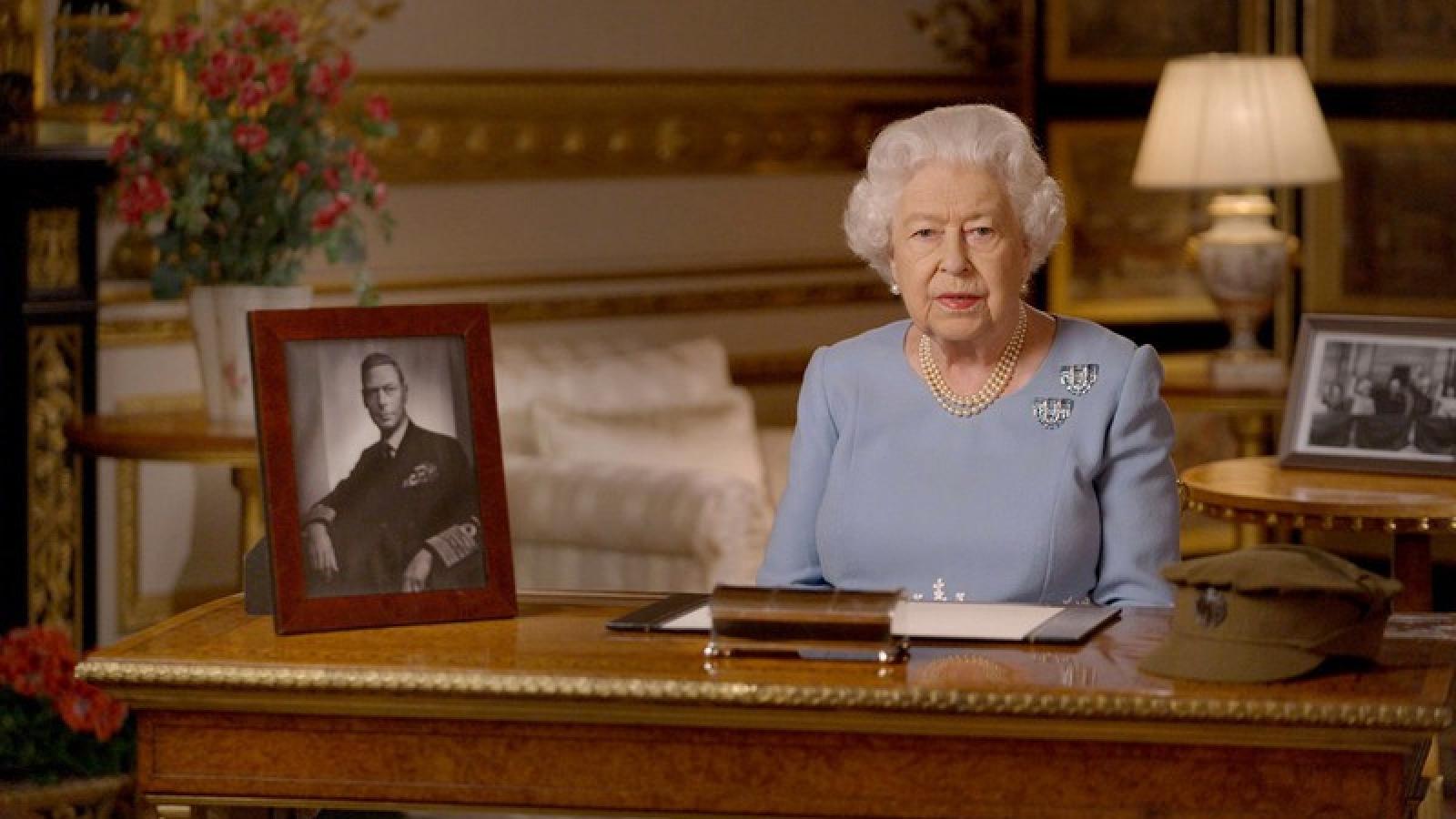 """Nữ hoàng Anh: """"Không từ bỏ, không tuyệt vọng"""" dù chiến tranh hay Covid-19"""
