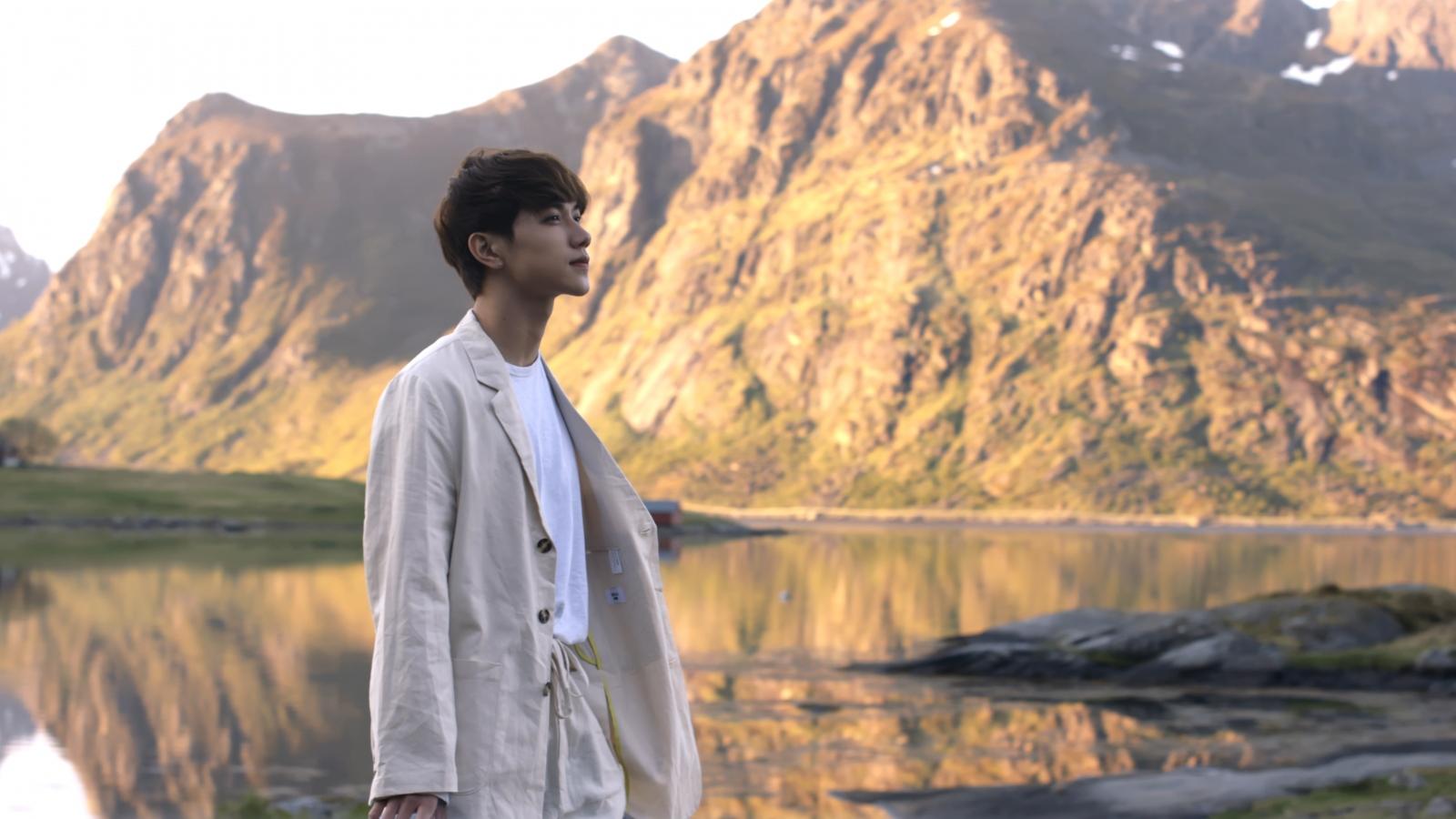 Khung cảnh Na Uy đẹp thơ mộng trong MV mới của mỹ nam JSol