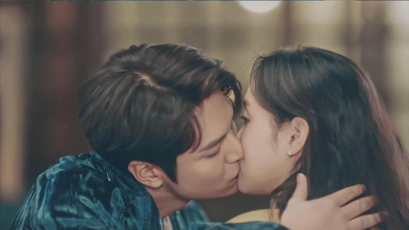 """Quân vương bất diệt tập 5: Lee Min Ho táo bạo """"khoá môi"""" Kim Go Eun"""
