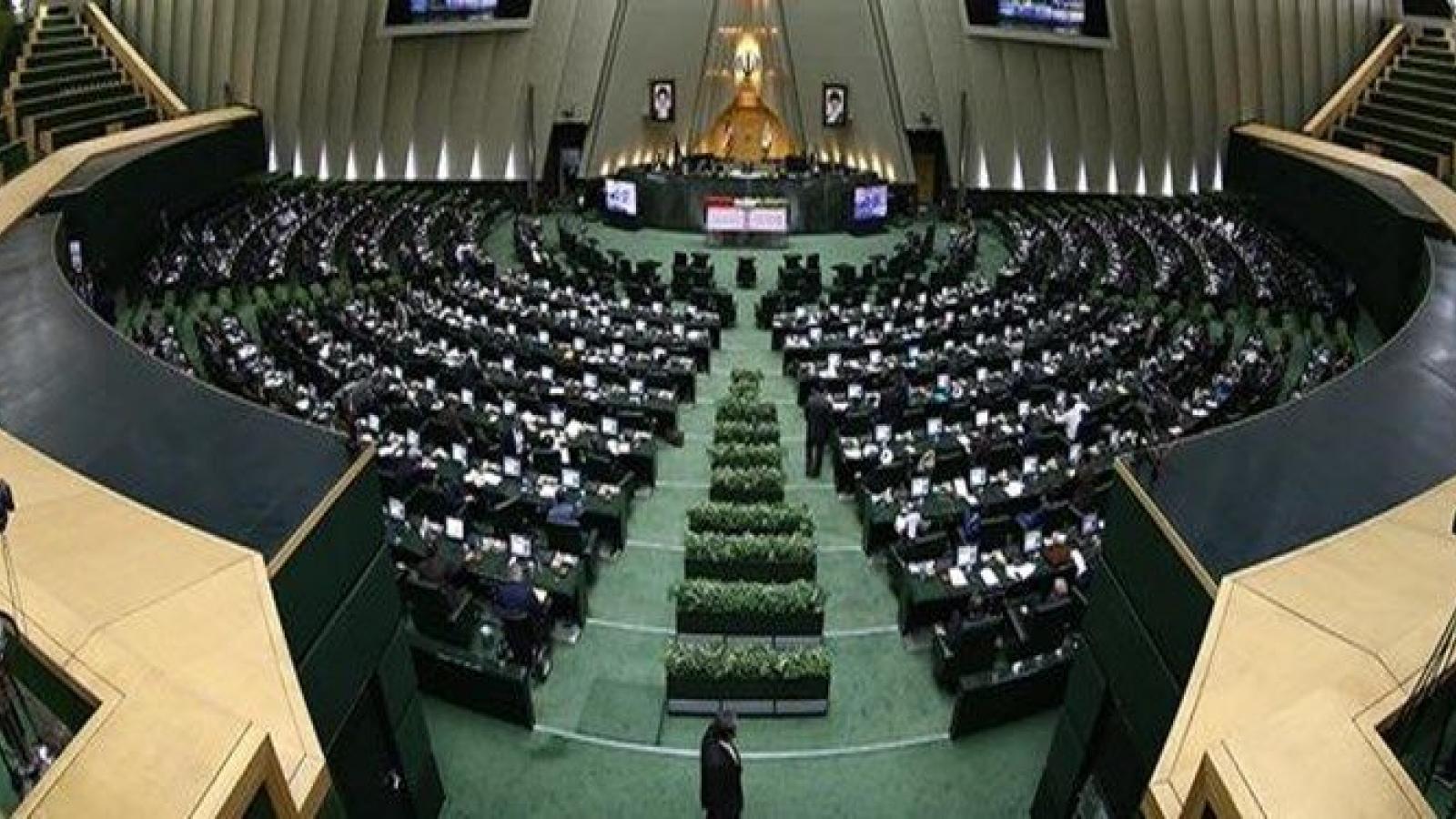 Quốc hội mới ở Iran họp trong bối cảnh Covid-19 vẫn bùng phát mạnh