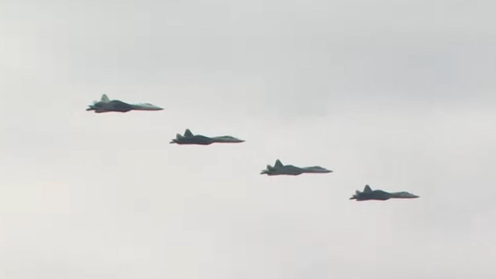 Su-57 tham gia diễn tập chuẩn bị cho lễ kỷ niệm Ngày Chiến thắng 9/5