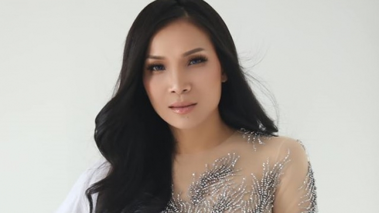 Ca sĩ Hồng Ngọc bị bỏng vì nổ nồi xông hơi, hủy đêm nhạc trực tuyến