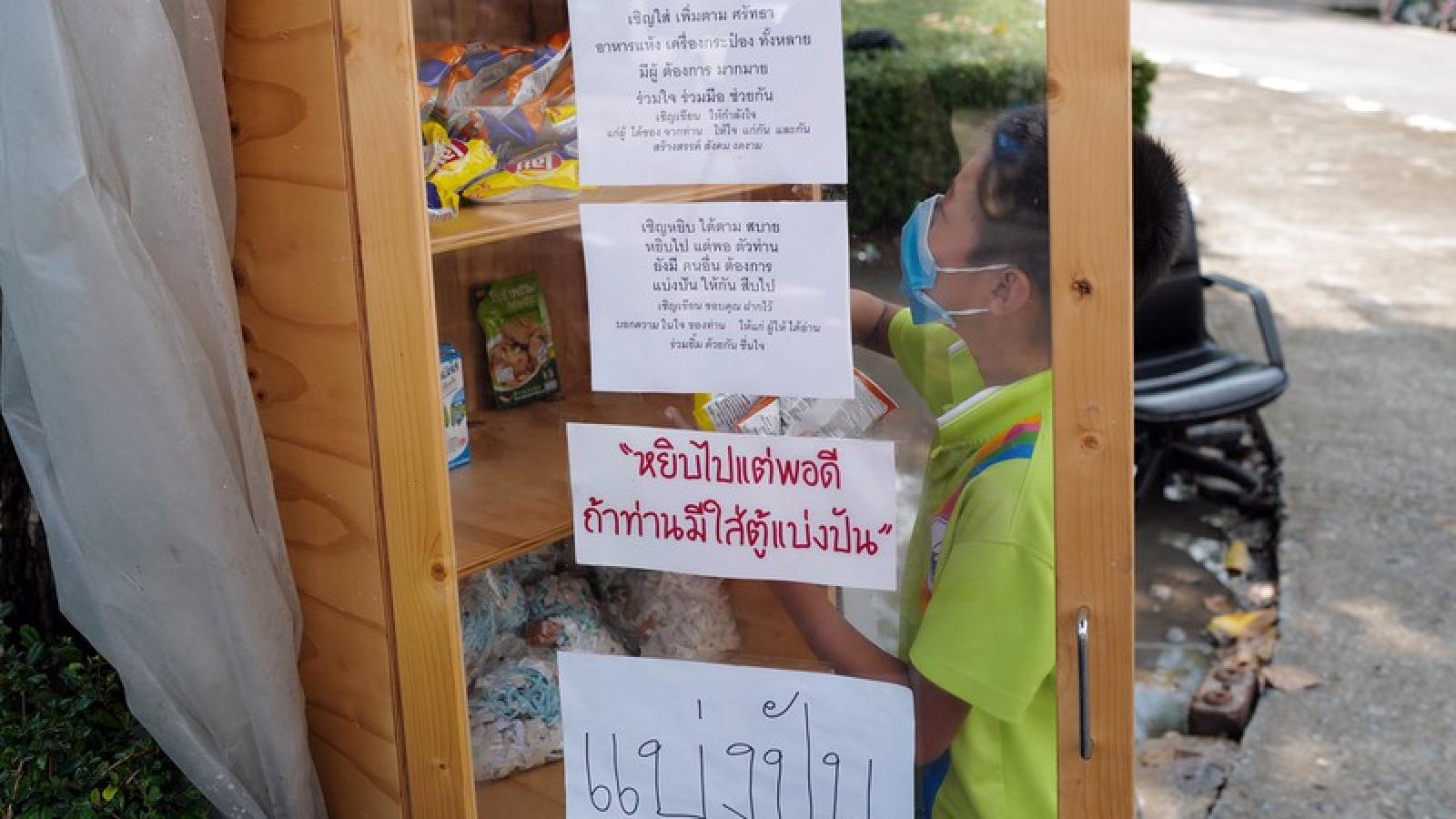 Mô hình tủ ăn từ thiện hỗ trợ Covid-19 lan rộng tại Thái Lan