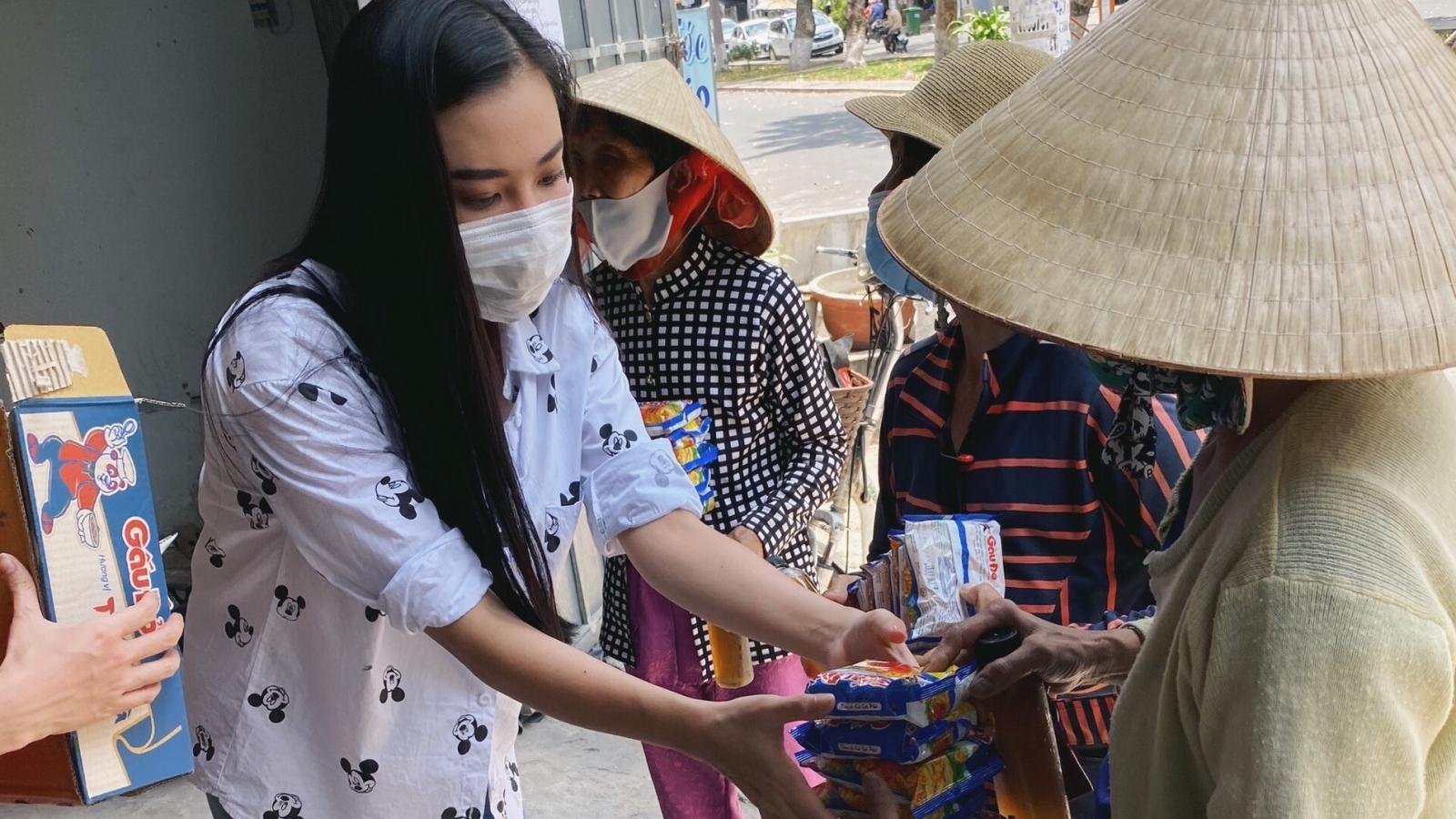 Á hậu Kim Duyên tích cực hoạt động thiện nguyện hậu cách ly toàn xã hội