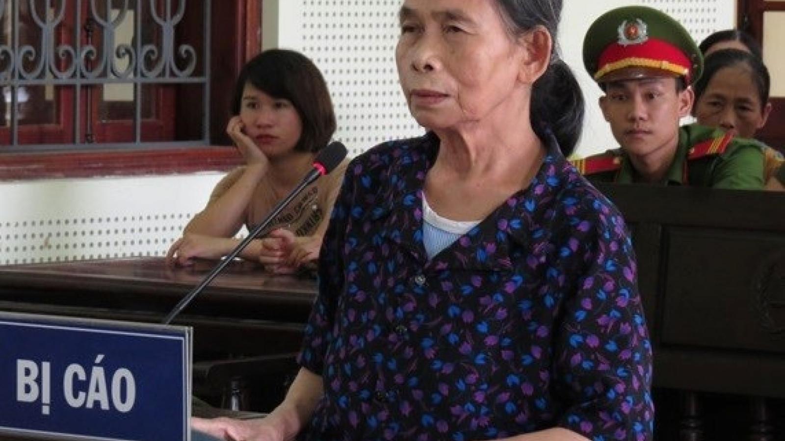 Phạt 12 năm tù với bà nội xô cháu xuống đập nước để sát hại