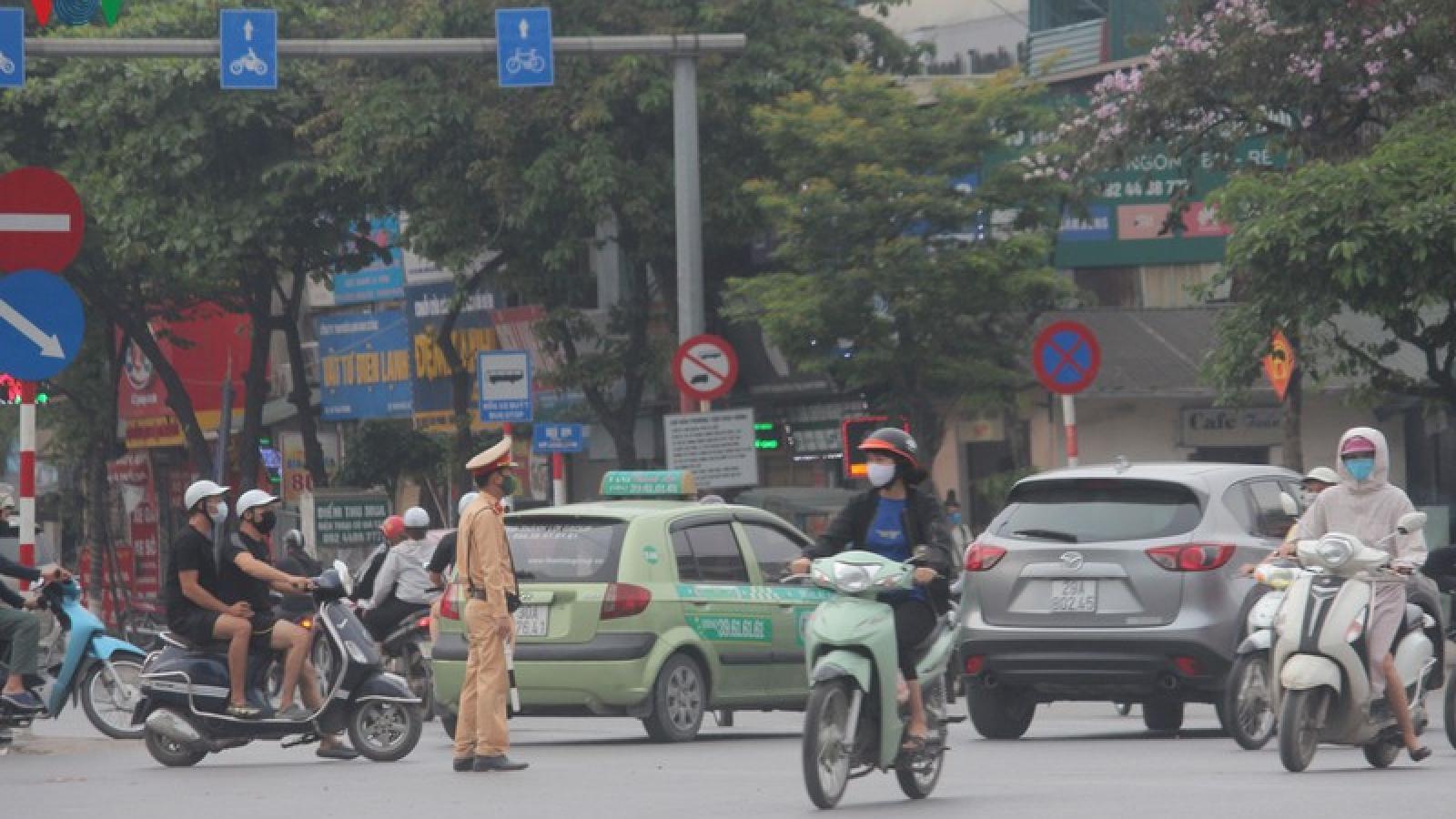 Ảnh: Cao tốc Pháp Vân - Cầu Giẽ ùn ứ, dòng người nườm nượp về Thủ đô