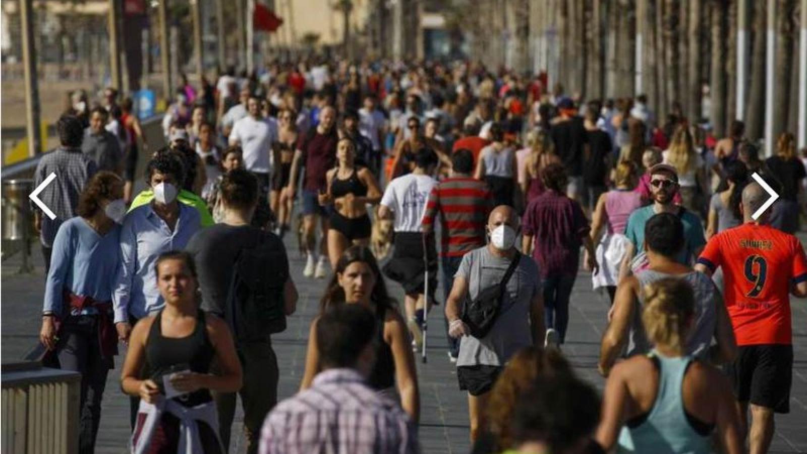 Nới lỏng giãn cách xã hội, dân Tây Ban Nha vẫn phải đeo khẩu trang