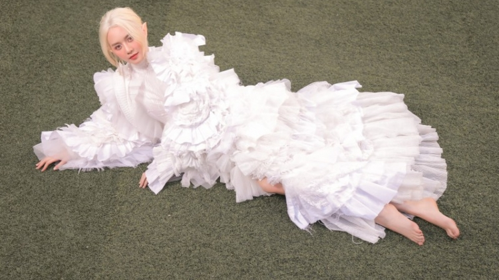 Thiều Bảo Trang hóa thân thành nàng tiên tóc trắng trong bộ ảnh mới