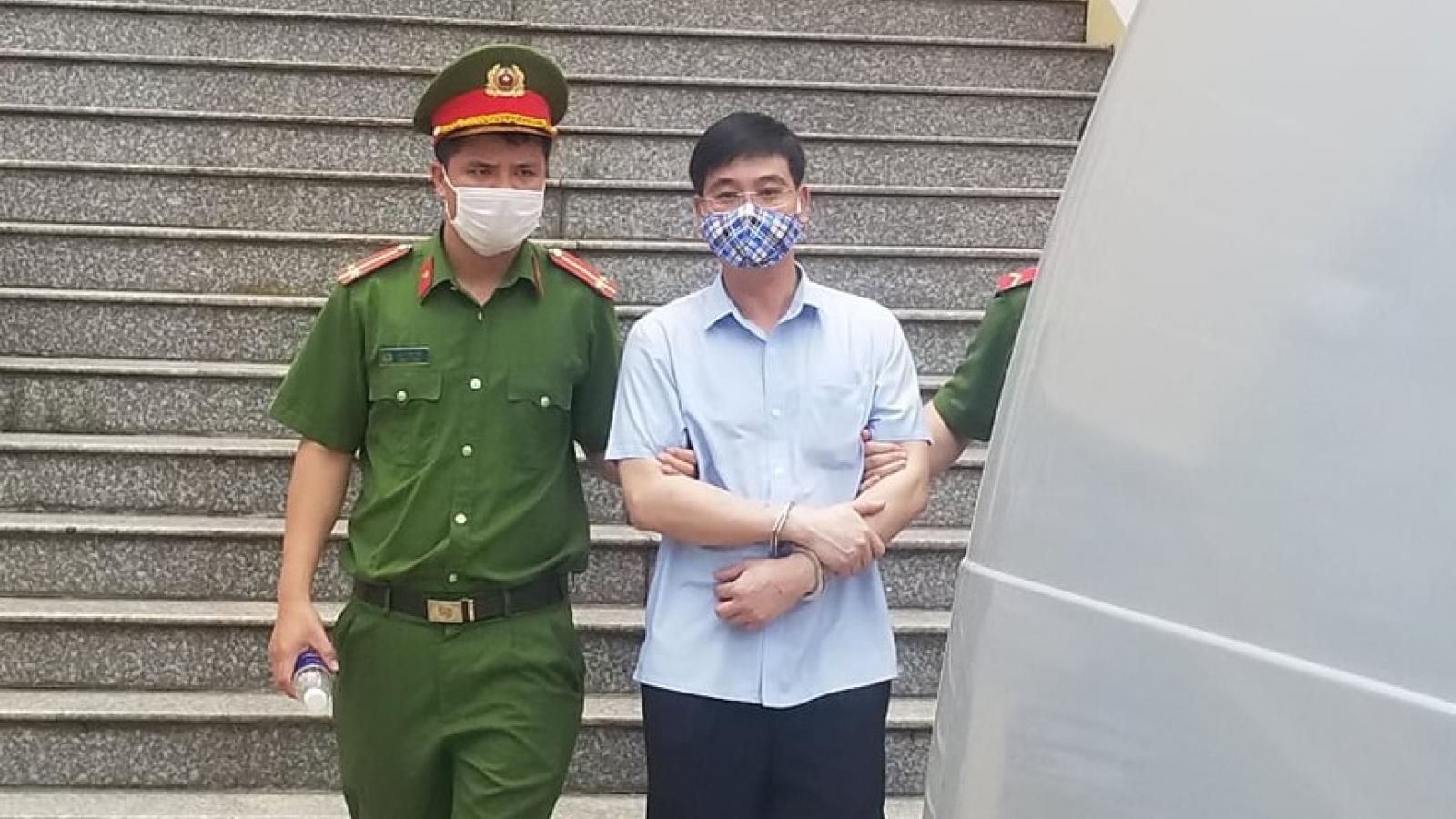 Cựu Thượng tá Công an Hòa Bình khai bị vu khống đưa tiền nâng điểm thi