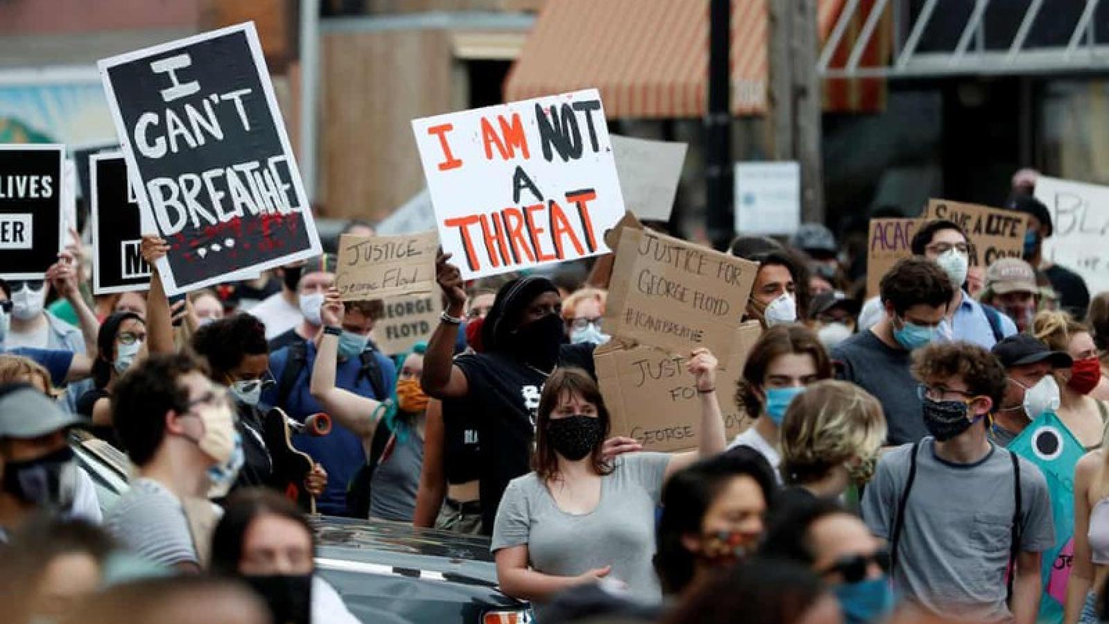 Nhà Trắng phong tỏa vì biểu tình sau cái chết của George Floyd