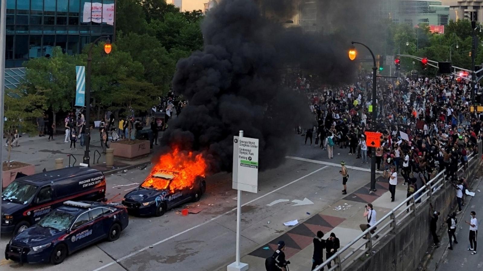 Đêm thứ 2 Mỹ chìm trong biểu tình bạo lực sau cái chết của George Floyd